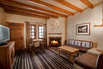 Süit, 1 En Büyük (king) Boy Yatak, Şömine (jr. Fireplace Suite With 1 King Bed)
