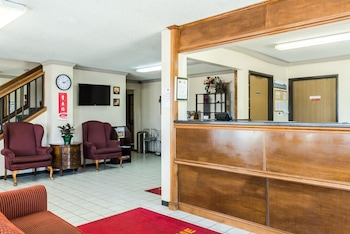 Sioux Falls Vacations - Econo Lodge North - Property Image 1