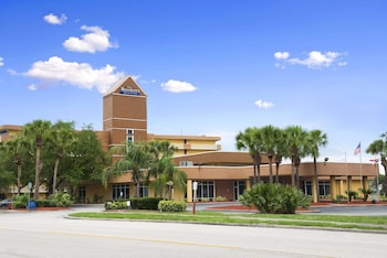 Exterior at Baymont by Wyndham Celebration in Kissimmee