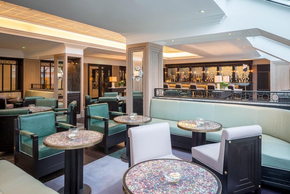 Hotel Lounge