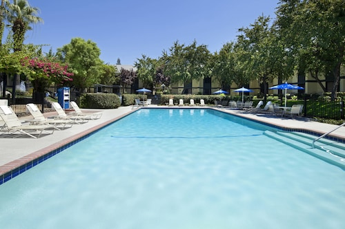 . Four Points by Sheraton Bakersfield