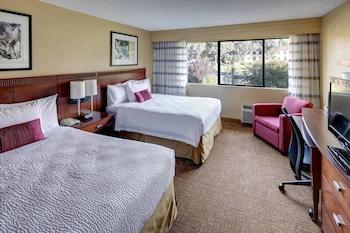 Guestroom at Courtyard by Marriott San Diego - Rancho Bernardo in San Diego