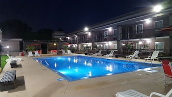 Clarion Inn & Suites Russellville - Outdoor Pool  - #0