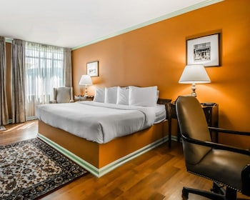 Guestroom at Admiral Fell Inn, an Ascend Hotel Collection Member in Baltimore