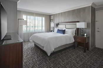 Guestroom at Philadelphia Marriott West in West Conshohocken