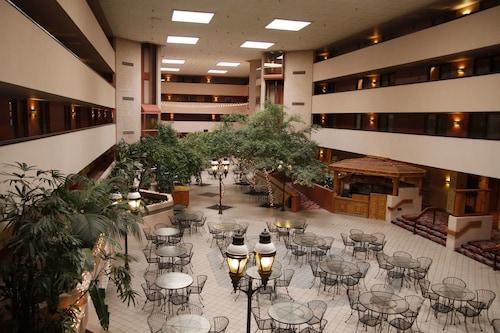 . Ramada by Wyndham Viscount Suites Tucson East