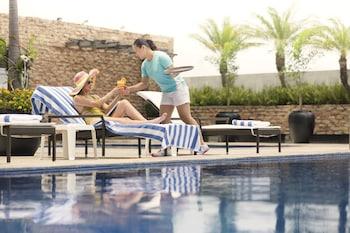 Hotel Jen Manila Outdoor Pool