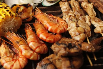 Hotel Jen Manila Food and Drink