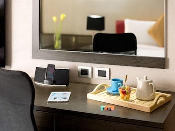 Hotel Jen Manila Guestroom