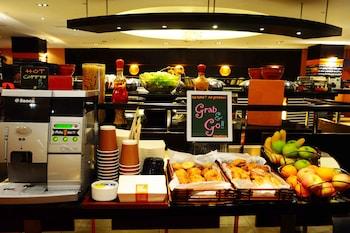 Hotel Jen Manila Breakfast Area