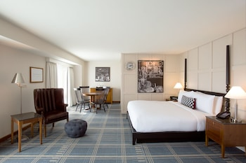 Suite, 1 King Bed (Fellows)