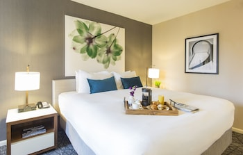 PURE Deluxe Room, 1 King Bed, City, Park or Lake View, Certified Allergy Friendly