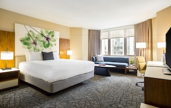 Signature View Room, 1 King Bed, Lake View or Park View (18-36th floor)