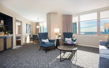 Suite, 1 Bedroom, Lake View (Fairmont King)