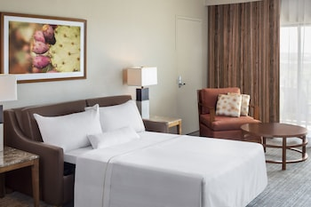 Suite, 1 King Bed with Sofa bed, Balcony, Corner