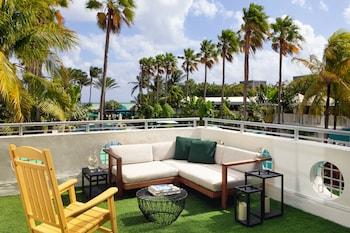 Luxury Suite, 1 King Bed, Balcony, Oceanfront