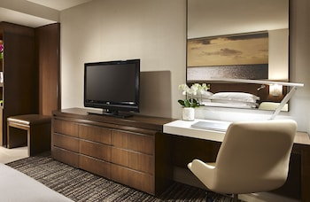 Room, 2 Queen Beds, Non Smoking (Top Floor)