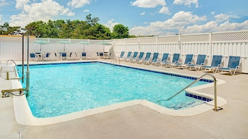 Outdoor Pool at Four Points By Sheraton Philadelphia Airport in Philadelphia