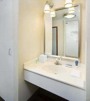 Bathroom at Four Points By Sheraton Philadelphia Airport in Philadelphia