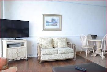 Guestroom at Royal Garden Resort in Murrells Inlet