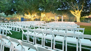 Outdoor Wedding Area at Four Points by Sheraton Phoenix North in Phoenix