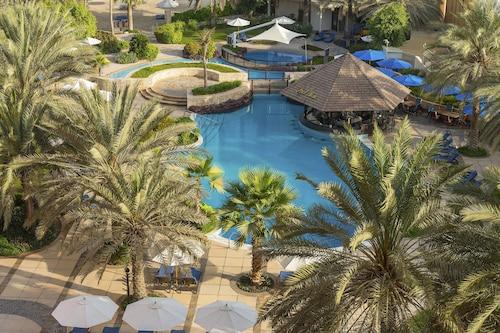 . Sheraton Abu Dhabi Hotel & Resort