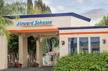 Howard Johnson Hotel & Suites by Wyndham Orange