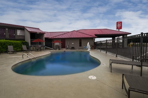 . Red Roof Inn & Suites Dothan