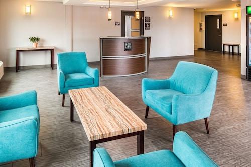 . Red Lion Inn & Suites Everett