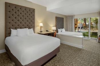 Room, 2 Queen Beds, Pool Access