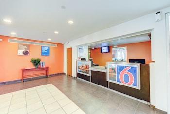 Lobby at Motel 6 Virginia Beach in Virginia Beach