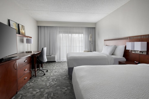 . Courtyard by Marriott Lincroft Red Bank