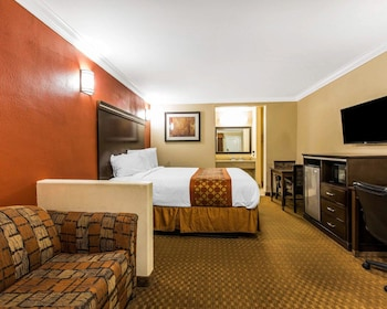 Corona Vacations - Rodeway Inn & Suites - Property Image 1