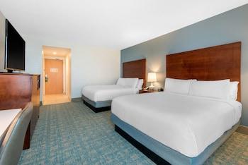 Room, 2 Queen Beds, Balcony, Pool View