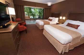 Standard Room, 2 Queen Beds, Refrigerator, Courtyard Area