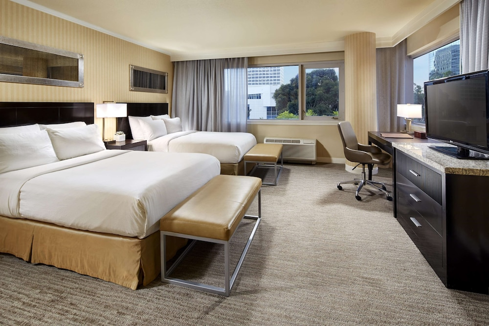 Suite, 1 King Bed, Accessible (Mobility)