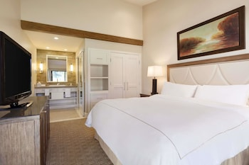 Room, 1 King Bed (Cottage Resort)