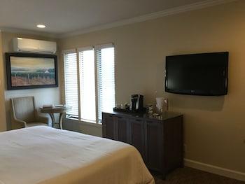 Room, 1 King Bed (Mansion Estates Resort)