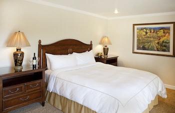 Deluxe Room, 1 King Bed (Grove Resort)
