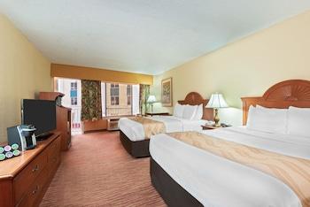 Standard Room, 2 Queen Beds, Balcony, Partial Sea View