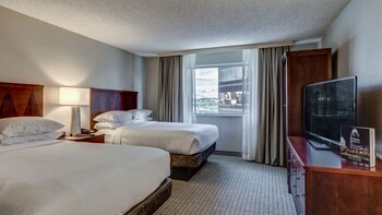 Guestroom at Embassy Suites by Hilton Cincinnati RiverCenter in Covington
