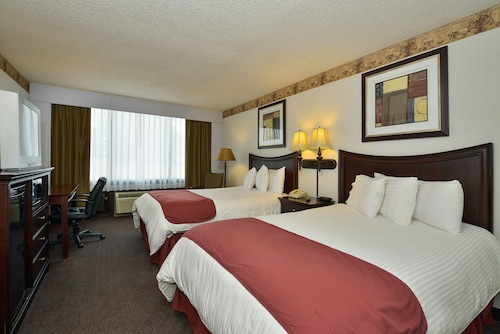 . Lamplighter Inn and Suites
