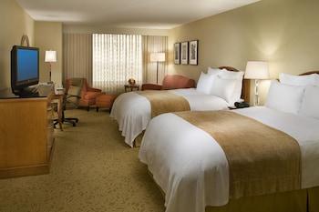 Room, 2 Double Beds, Non Smoking, Corner