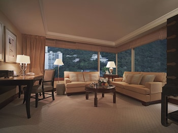 コンラッド香港 (香港港麗酒店)