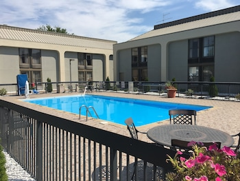 Hotel - Clarion Inn and Suites Grand Rapids Airport