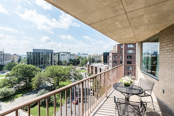 One Bedroom Suite King - Circle View
