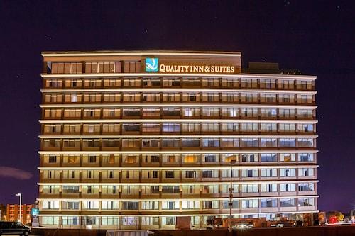 . Quality Inn & Suites Cincinnati Downtown