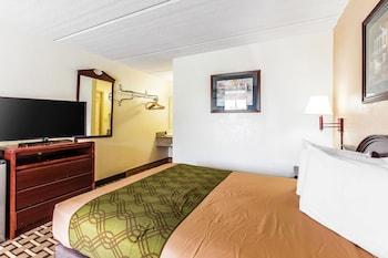Guestroom at Econo Lodge Midtown in Savannah