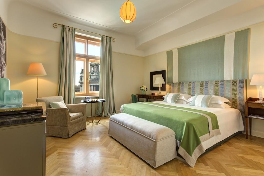 https://i.travelapi.com/hotels/1000000/20000/16800/16790/096cfa5c_z.jpg