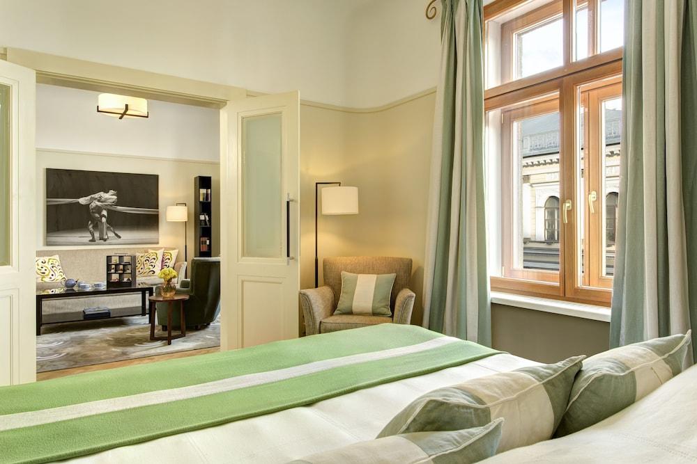 https://i.travelapi.com/hotels/1000000/20000/16800/16790/09ae8996_z.jpg